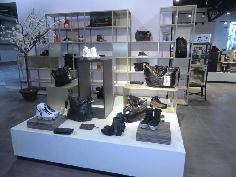 trend store shop creation. Black Bedroom Furniture Sets. Home Design Ideas